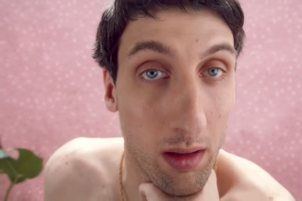 Jeden z civičů z reklamy T-Mobilu nese jméno Ivo Žlábek