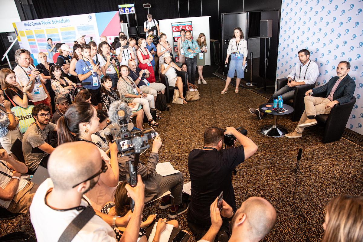 Brian Whipple a David Droga mluví s novináři na festivalu v Cannes. Foto: Lionhearted