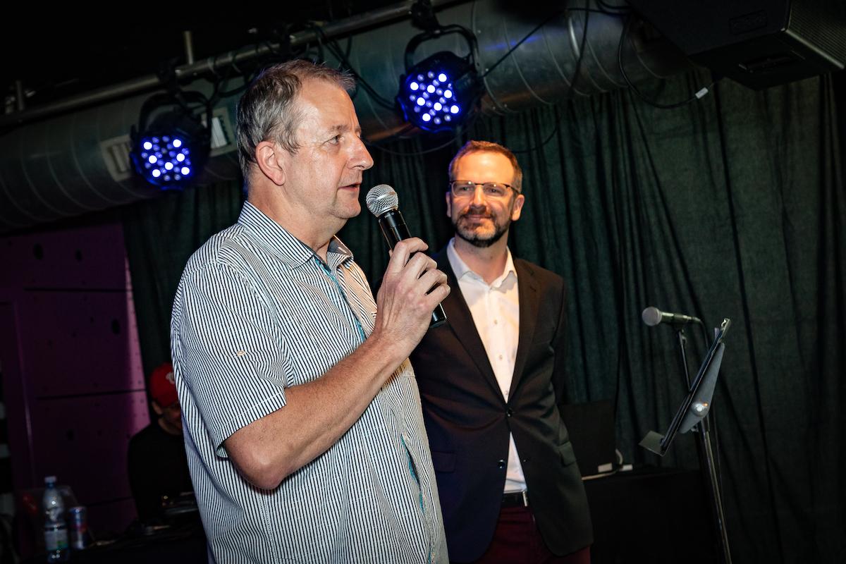 Projektový manažer soutěže Tomáš Hájek z ADMEZ, moderoval Ondřej Aust. Foto: Tomáš Kříž