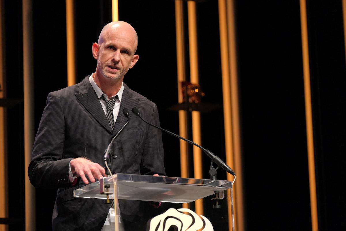 Tor Myhren, viceprezident Applu pro marketingovou komunikaci, dostal na závěrečném galavečeru cenu pro kreativního marketéra roku. Foto: Richard Bord (Getty Images) pro Cannes Lions