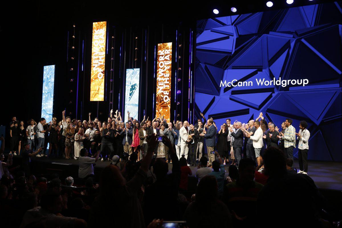 Agenturní sítí roku je McCann Worldgroup. Foto: Richard Bord (Getty Images) pro Cannes Lions