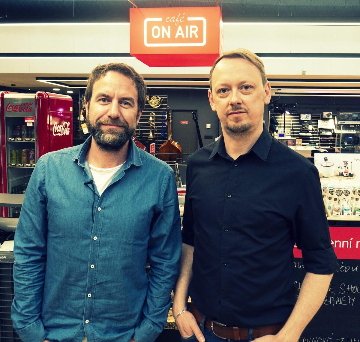 Hudebník Milan Cais a moderátor Pavel Kučera