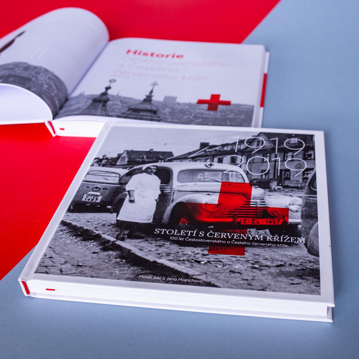 Monografie Století s Červeným křížem s podtitulem 100 let Československého a Českého červeného kříže přináší dosud nepublikovaná fakta či souvislosti