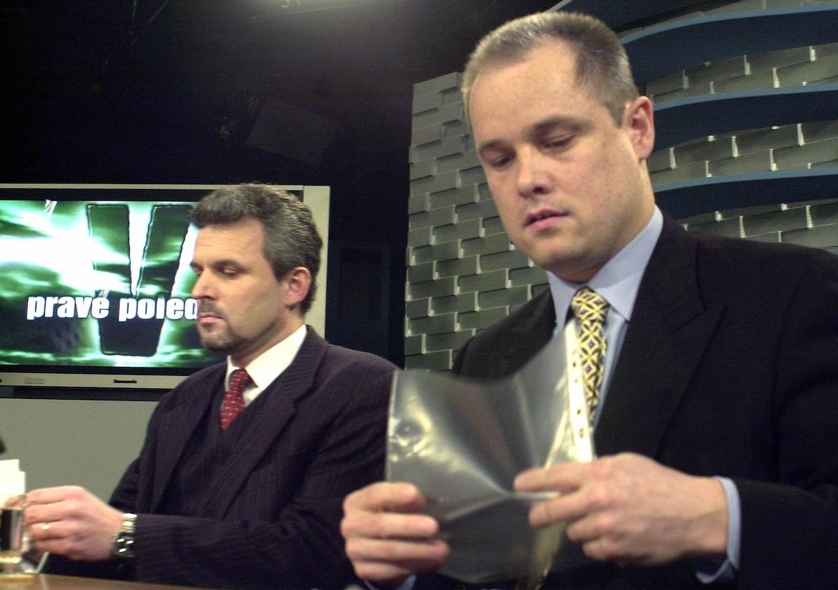 Ivan Zach s Karlem Kühnlem (vlevo) v České televizi v roce 2000. Foto: ČTK / René Volfík