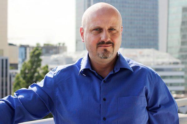 Obchod a konzultanty Acomware řídí Vondráček