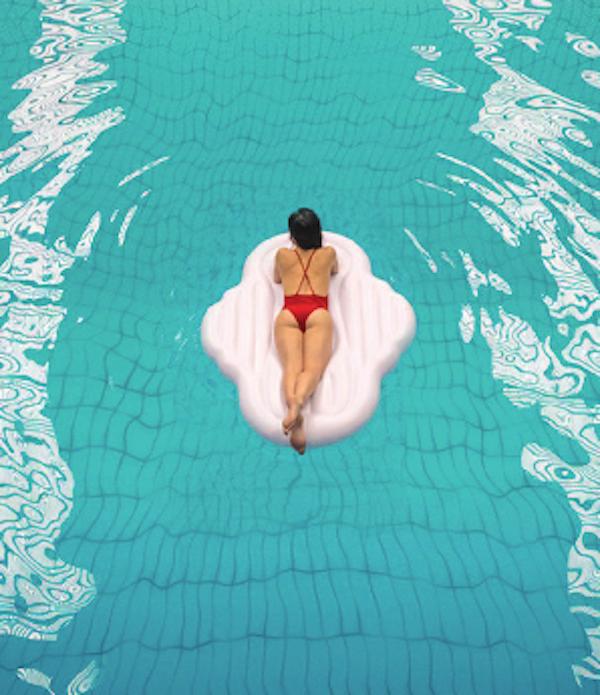 Pod vlivem instagramového trendu obřích plovacích infantilních plameňáků a jednorožců vytvořili v Bodyform nafukovací lehátko do bazénu, jež má tvar vložky