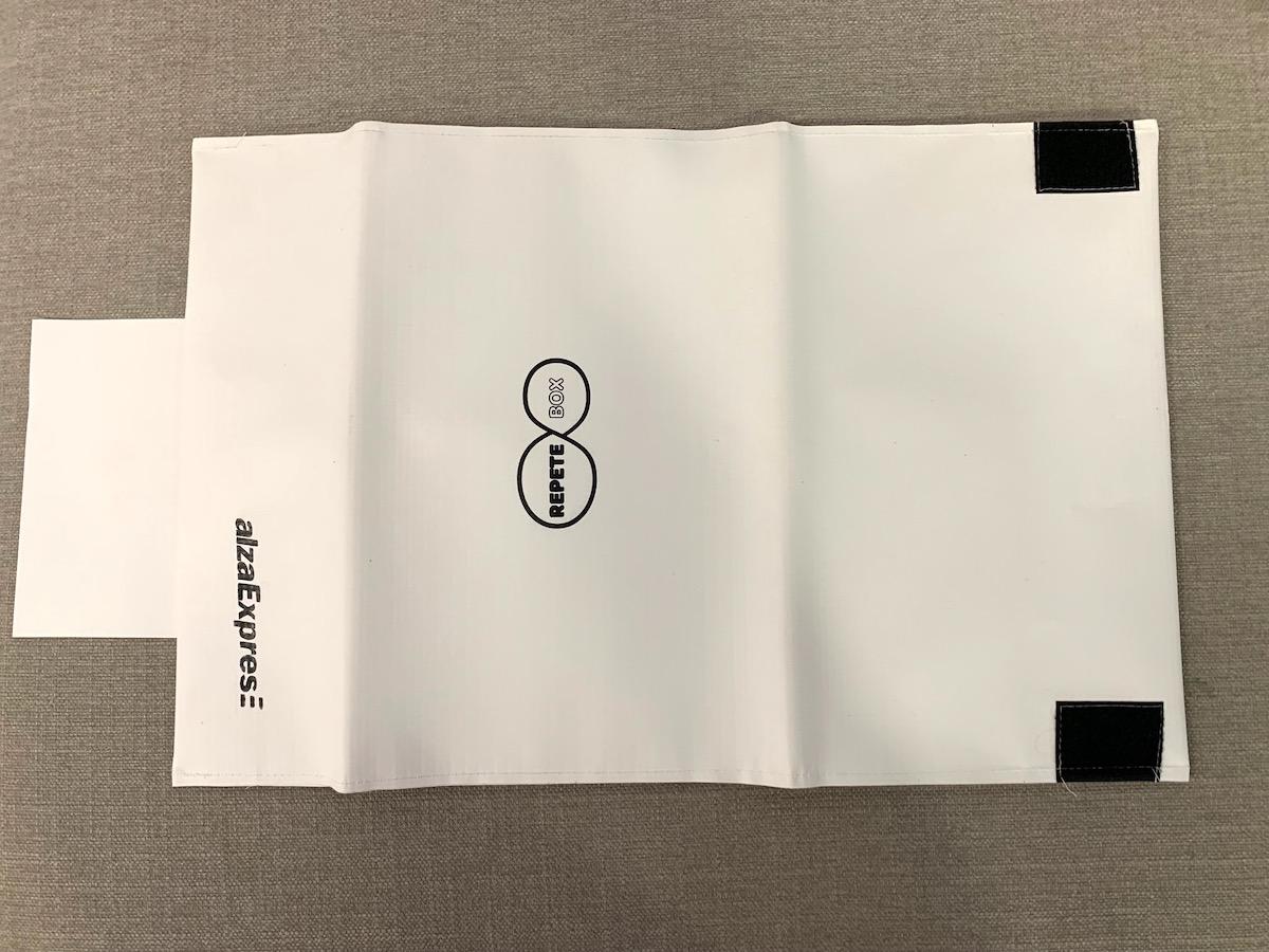 Doručovací obálku RepeteBox lze rozložit