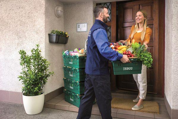 Tesco rozšiřuje rozvoz potravin do Prostějova, je tam už i Rohlik.cz