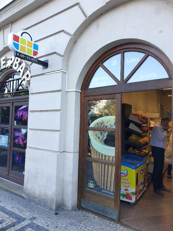 Nová Žabka na Karlově náměstí v Praze