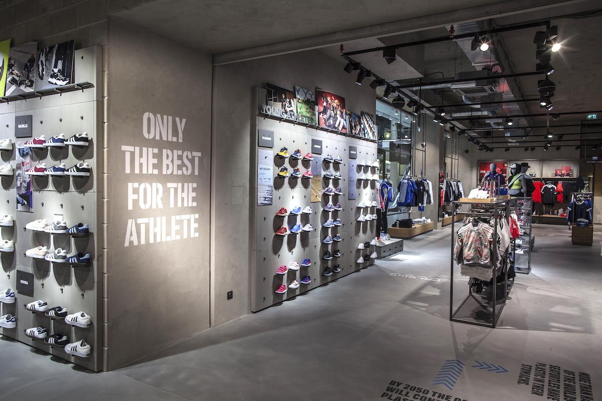 Znovuotevřený obchod značky Adidas v centru Prahy