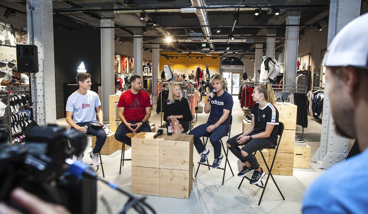 Obchod značky Adidas v centru Prahy pomohl znovuotevřít Pavel Nedvěd