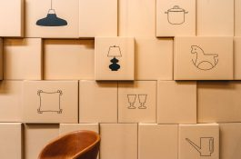 Online prodejce nábytku Bonami otvírá výdejnu, ve skladu v Jenči