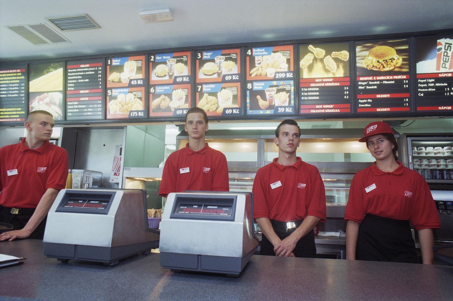 První restaurací KFC v Česku byla v pražské Vodičkově, fungovala od prosince 1994 do října 2013