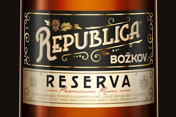 Božkov Republica Reserva je další třtinový rum plzeňského Stocku