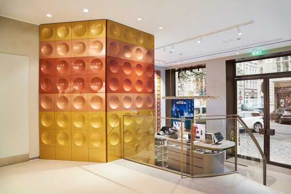Nespresso renovovalo v Pařížské, přibyla stěna z recyklovaných kapslí