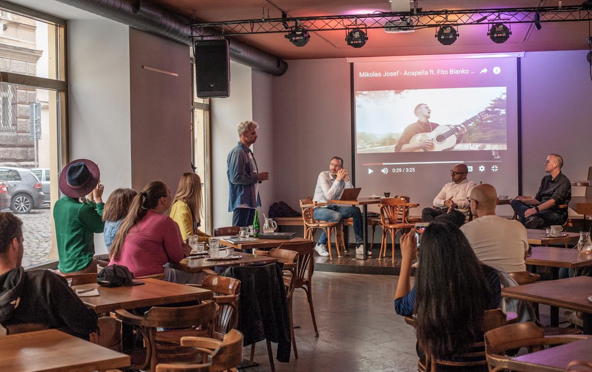 Digitálky se nově sešly v zadním prostoru Café Kampus