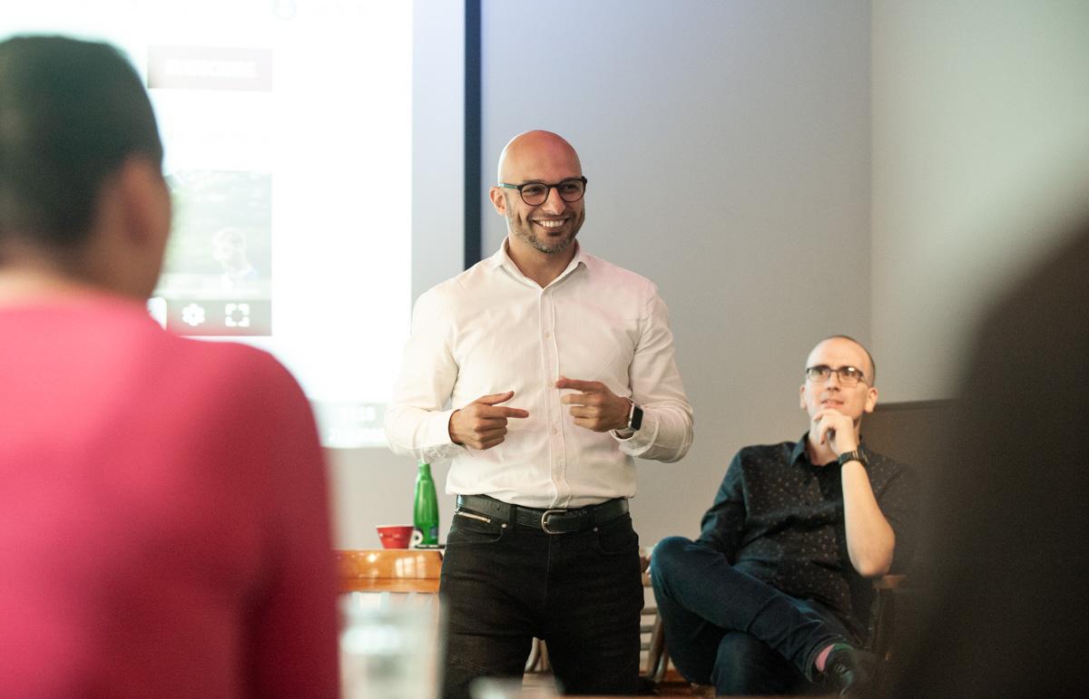 Marvan Shamma, v pozadí Petr Laštovka. Foto: David Bruner