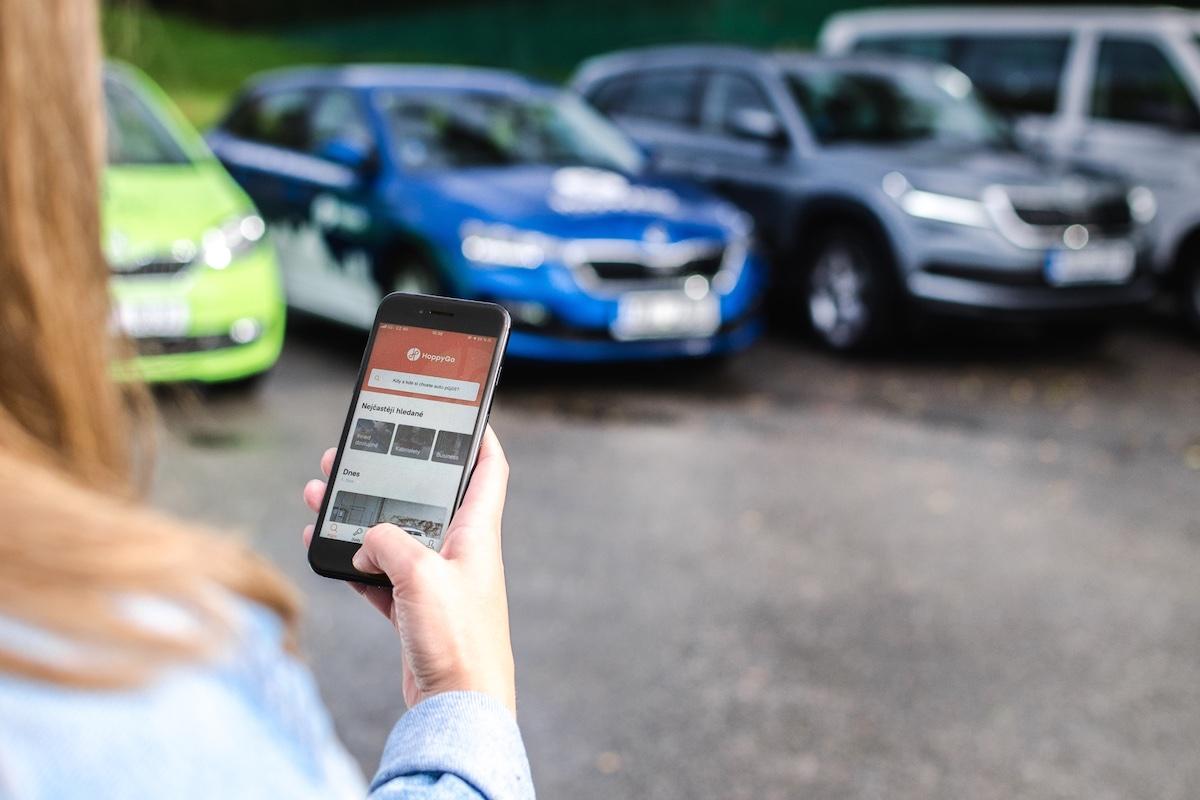 Přes HoppyGo mohou lidé pronajmout i své vlastní auto nebo si nějaké půjčit. Nově až na dobu jednoho měsíce