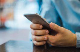 Raiffeisenbank a Fio banka spouštějí mobilní placení Apple Pay