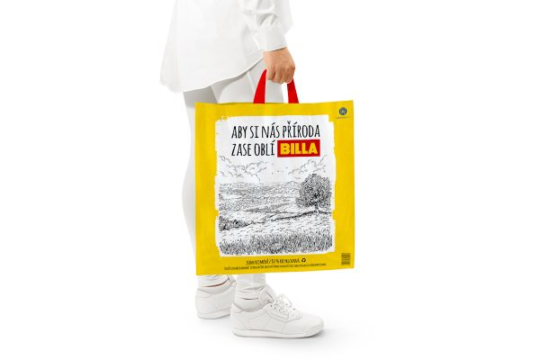 Billa končí s prodejem papírových tašek, zavádí tašky zrecyklovaného plastu