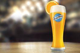 Američané pivo Blue Moon Belgian White milují. Co na ně řeknou Češi?