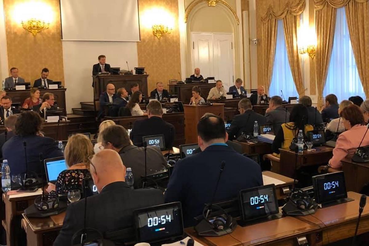 Seminář probíhal na půdě sněmovny, zúčastnilo se ho kolem padesátky poslanců. Repro: David Smoljak via Facebook