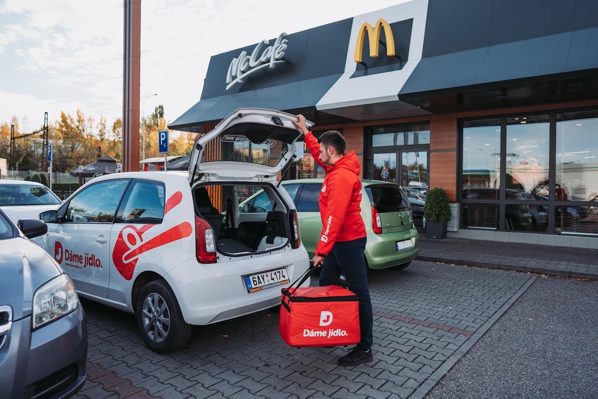 Dáme jídlo slibuje dovézt objednávku z McDonald's do 20 minut