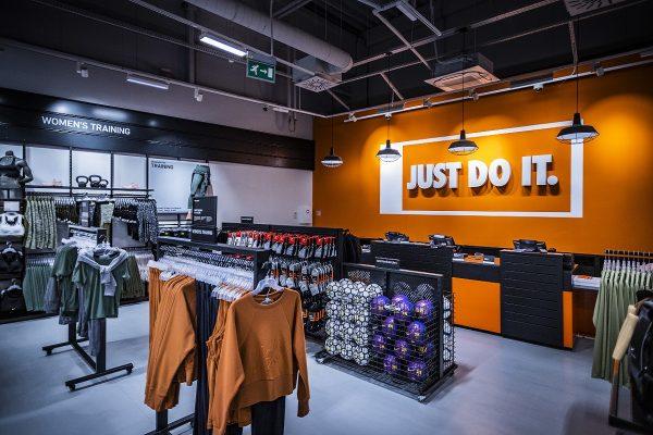 Předělaná prodejna Nike ve Fashion Areně má větší plochu i nové kolekce