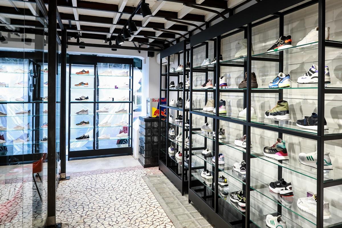 Prodejní patro nového Footshopu
