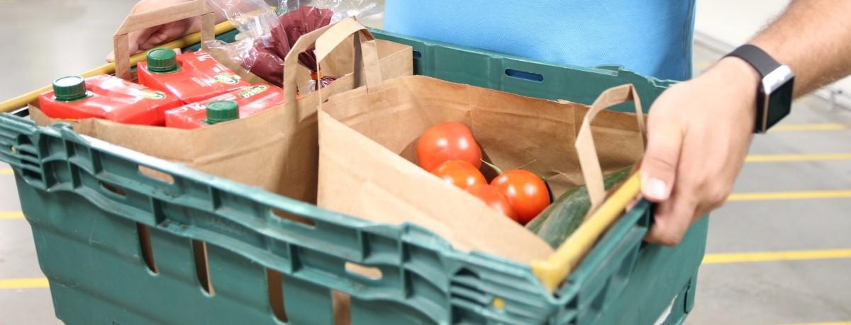 Tesco už doručí nákup jen v papírové tašce nebo v samotné přepravce