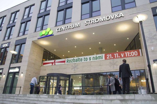 Centrum Stromovka otevřelo. Je tam Lidl, fitness, nová bistra i parking pro Pražany