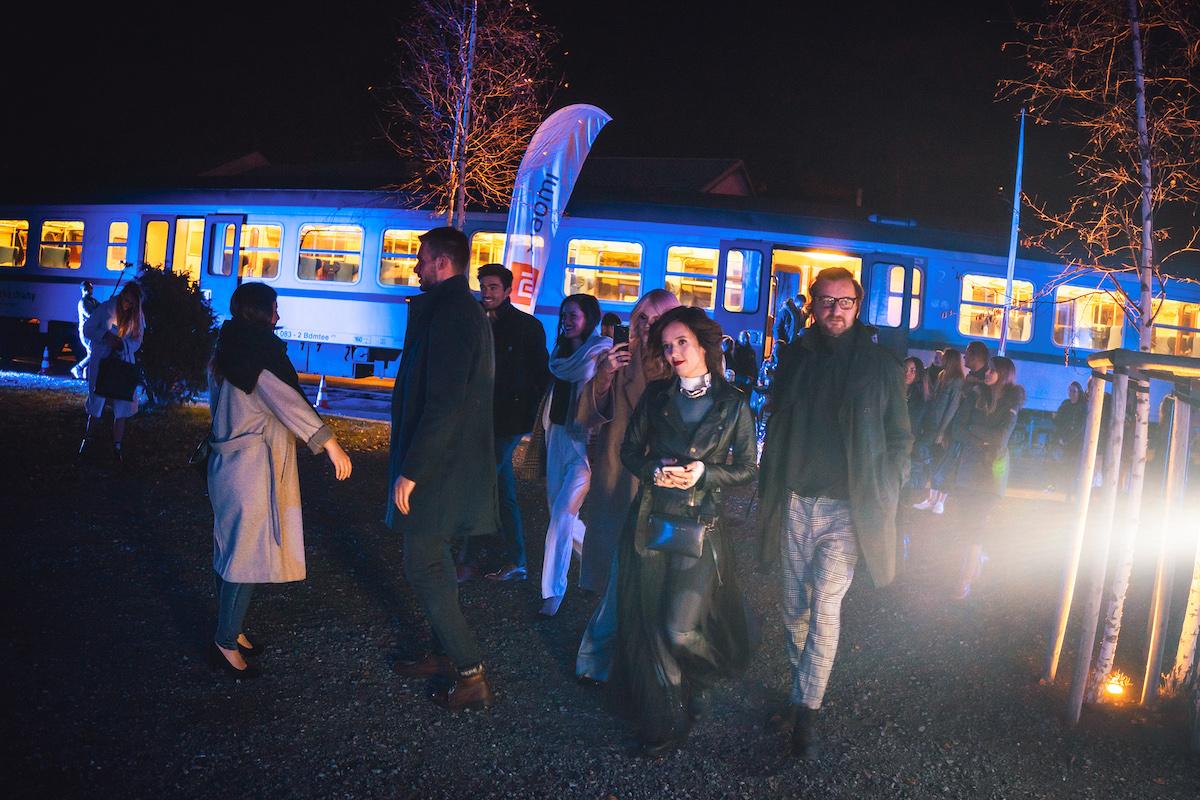 Ceny se předávaly v Uhelném mlýně v Libčicích nad Vltavou, jelo se vlakem