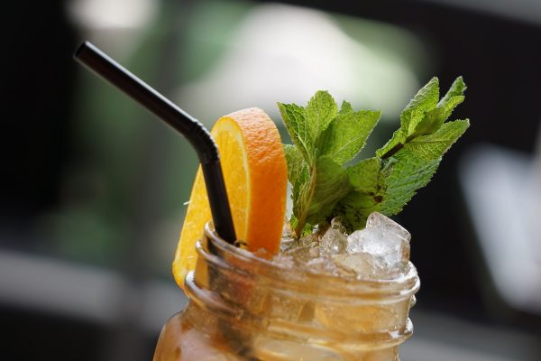 Ledové čaje kupuje většina Čechů, hlavně v létě, nejvíc znají Nestea