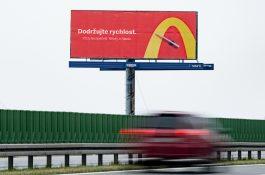 McDonald's na billboardech od DDB nabádal řidiče, aby nejezdili hladoví
