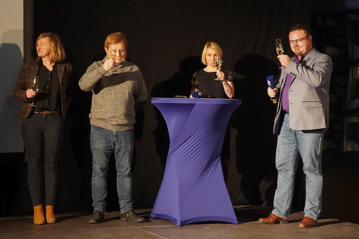 Čtvrtníček (druhý zleva), vlevo Lenka Kabrhelová, vpravo šéf Českého rozhlasu René Zavoral. Foto: Jiří Šeda
