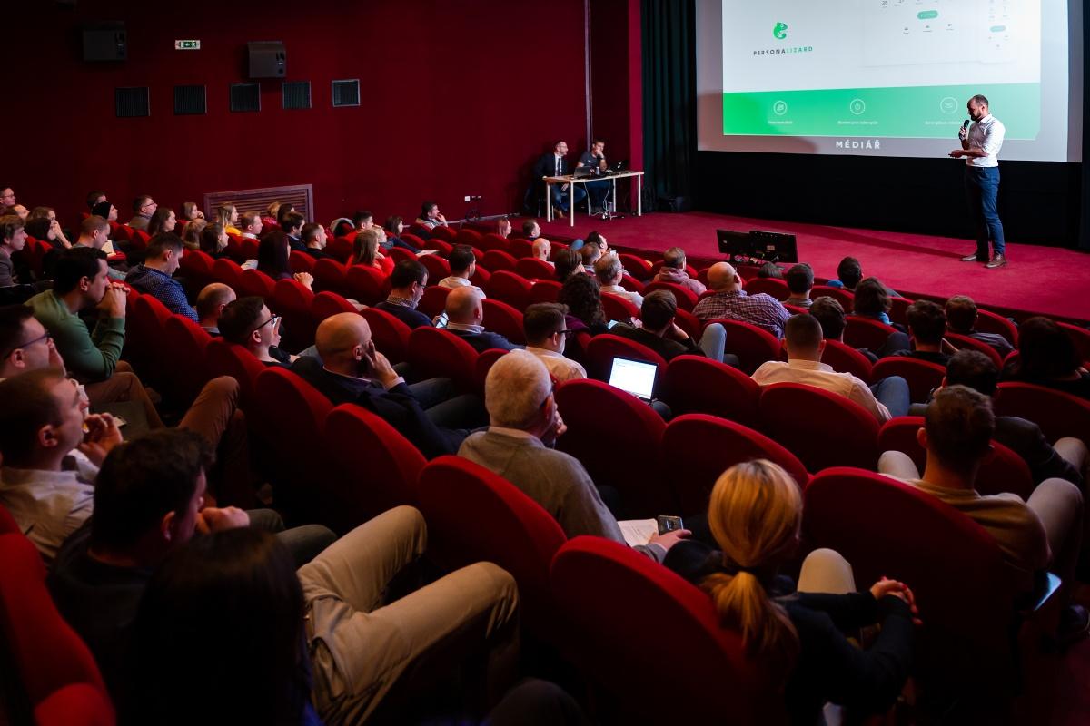 Zájemci o agenturní novinky se sešli v kině Atlas