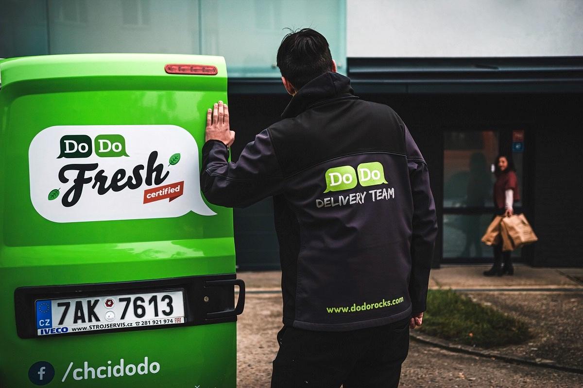 Logistický startup DoDo rozváží zboží zákazníkům Rohlíku, Košíku i Tesca