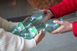 Vratné PET lahve: Košík.cz dává na Mattoni v plastu zálohu tři koruny