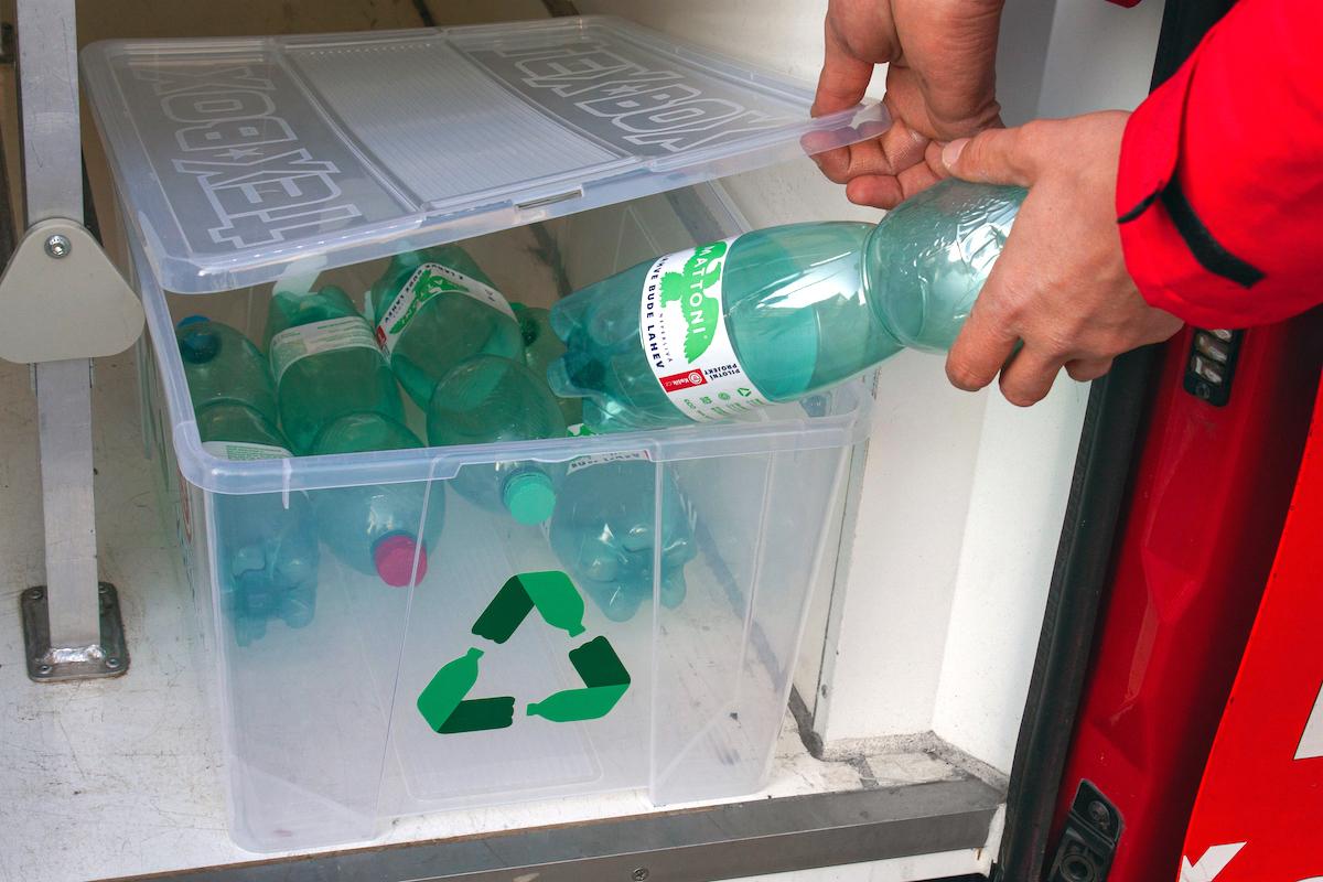 Vratné PET lahve Mattoni ve speciálním boxu
