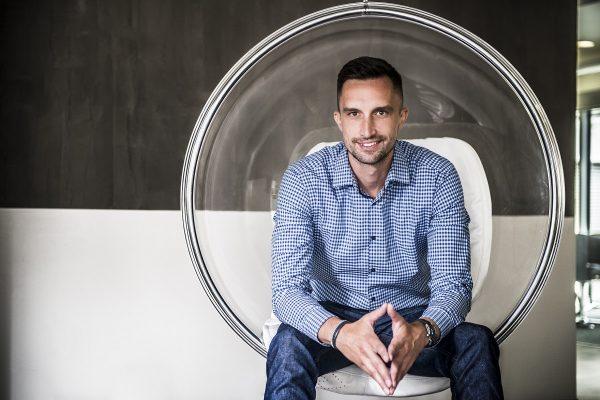 """3 otázky pro Michala Menšíka: """"DoDo rozváží už čtvrtinu objednávek z e-shopů s jídlem"""""""