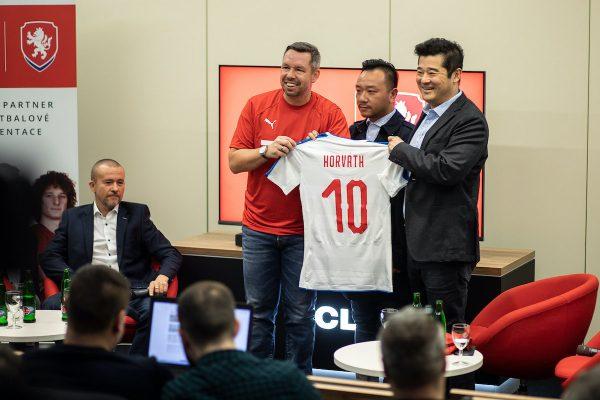 Čínská TCL se stala sponzorem českých fotbalistů
