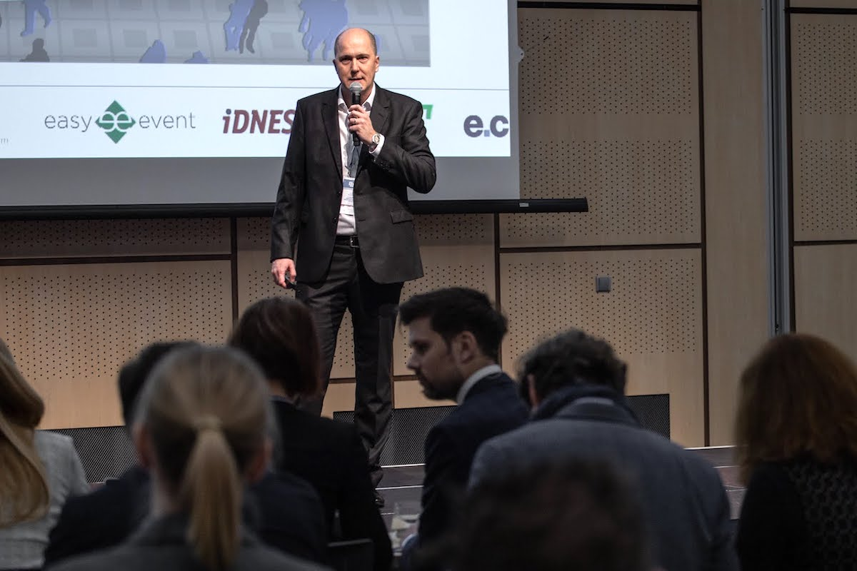 Michal Hanák na dnešní konferenci IAC v O2 universum
