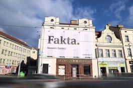 Seznam Zprávy se prezentují kampaní Fakta, využívá tisk i venkovní plochy