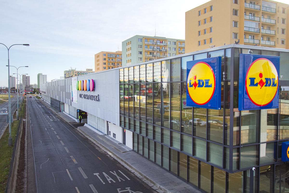 Jedním z nájemců inovovaného obchodního centra je prodejce Lidl
