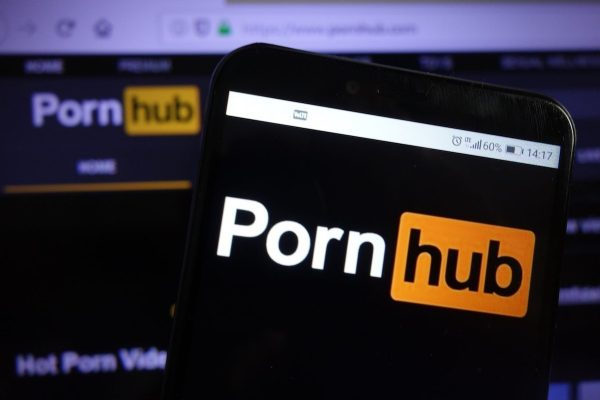 "O2 TV ""reaguje na trendy"", zařazuje PornHub TV"
