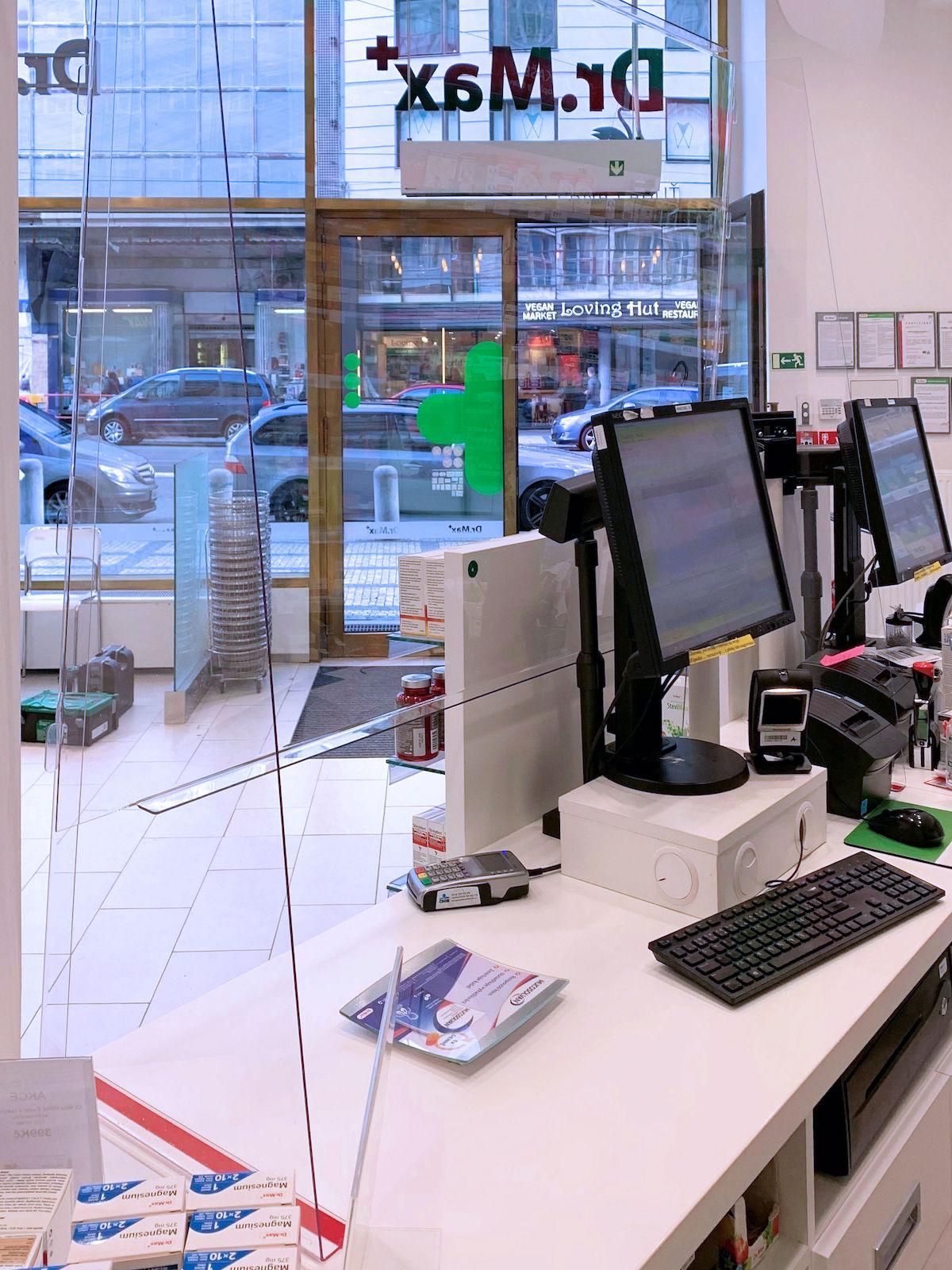 Plexiskla instalována v lékárnách Dr. Max