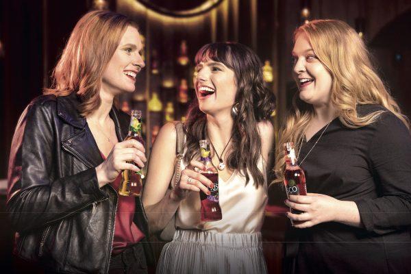 """""""Buďme holky častěji,"""" vyzývá cider Frisco ženy vnové kampani od VCCP"""