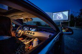 Mediasharks otevřeli autokino u pražského letiště