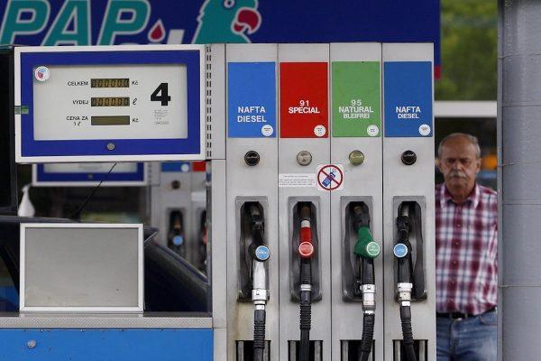 Řidiči nejezdí, benzínky (dočasně) zavírají nebo omezují provoz