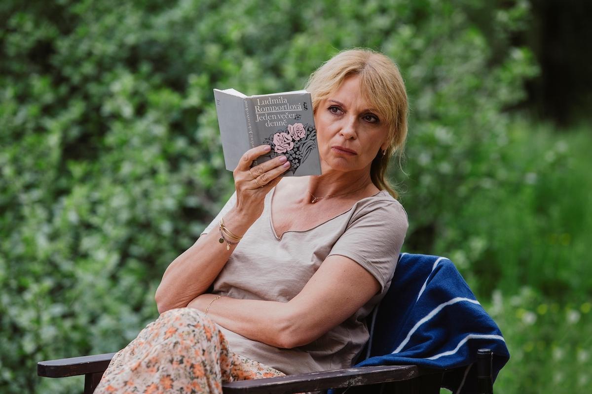 Ivana Chýlková v seriálu Chataři. Foto: Česká televize